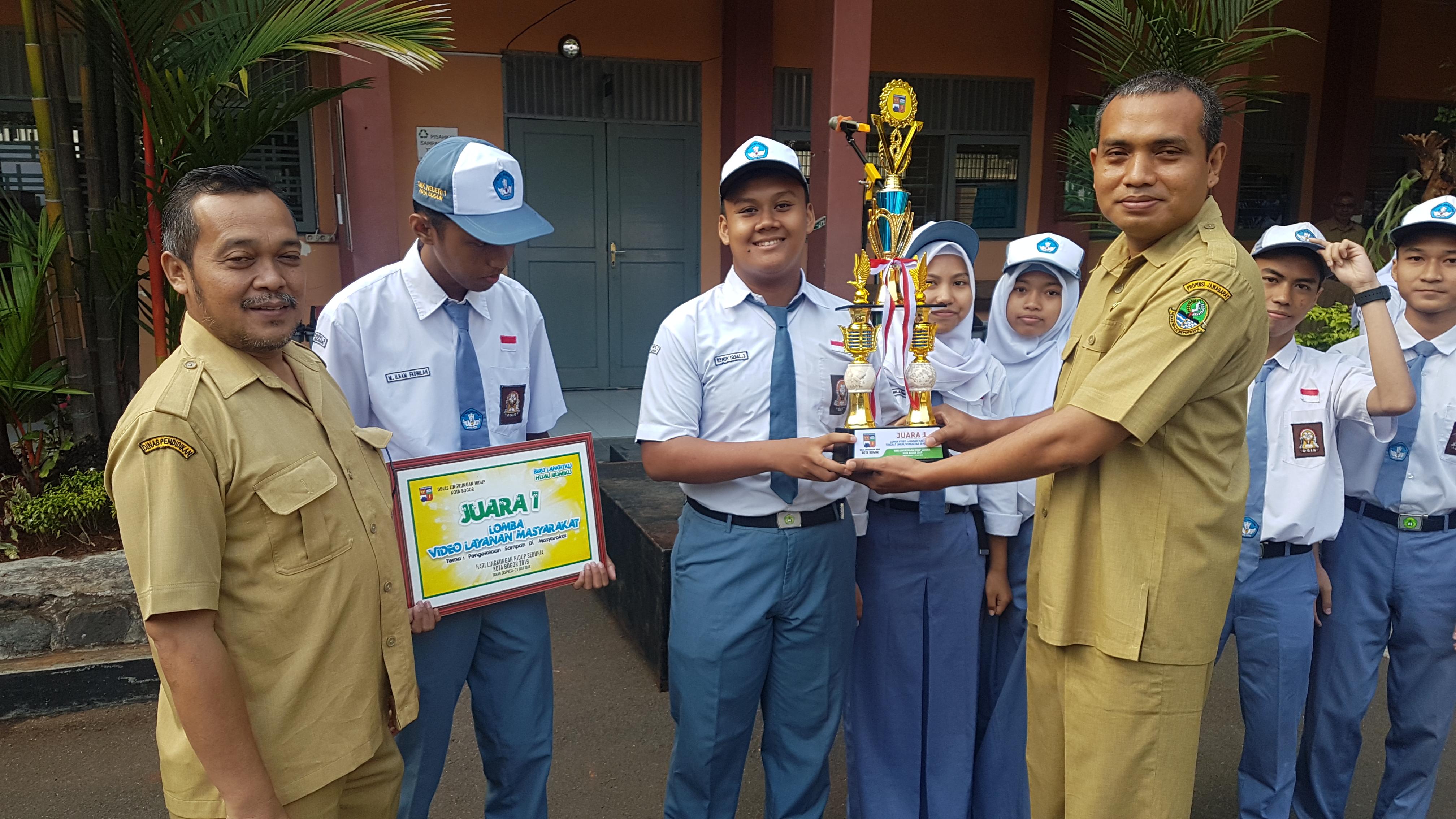 Juara 1 Lomba Video Layanan Masyarakat Di Dinasl Lingkungan Hidup Kota Bogor