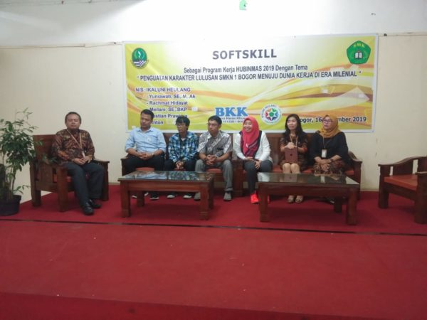 Softskill Penguatan Karakter Lulusan SMKN 1 Bogor Menuju Dunia Kerja di Era Milenial